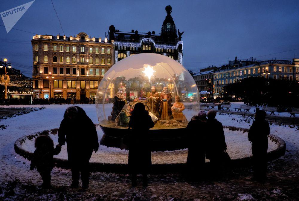 Natal na Praça da Catedral de Nossa Senhora de Cazã, em São Petersburgo
