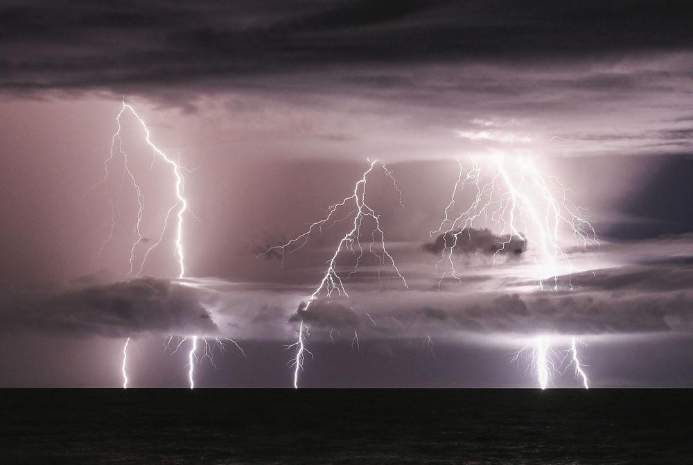 Tempestade sobre o estreito de Sunda