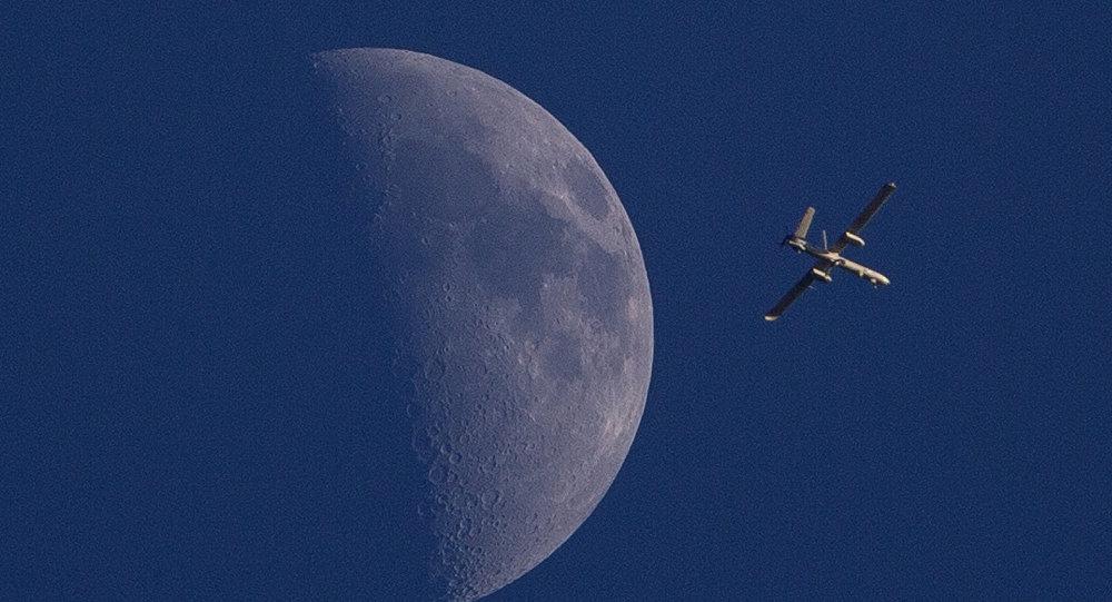 Drone israelense sobrevoando a cidade de Gaza (foto de arquivo)