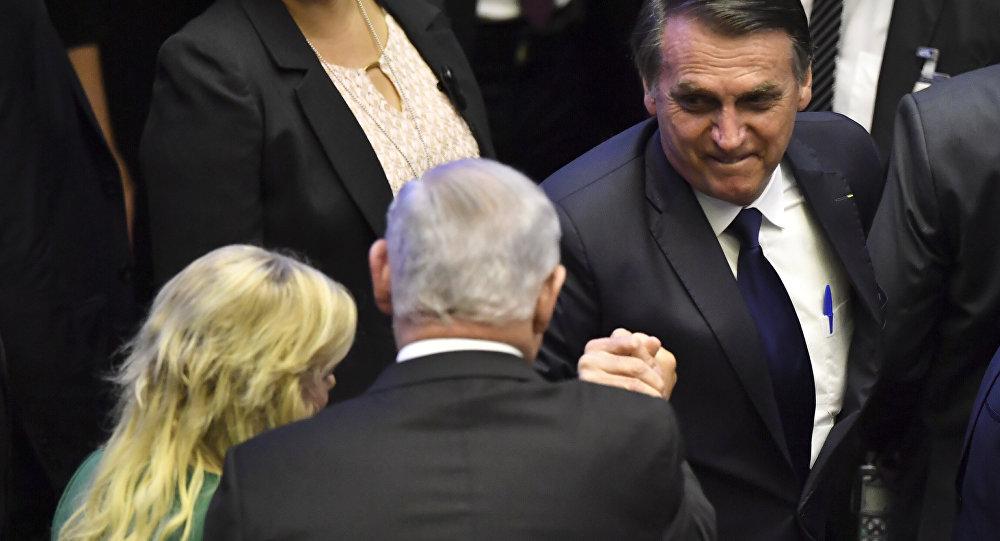 Jair Bolsonaro saudando o premiê israelense, Benjamin Netanyahu, durante a cerimônia de posse