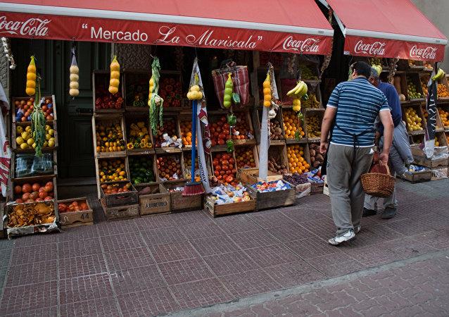 Mercado de frutas e legumes em Montevidéu, no Uruguai (arquivo)