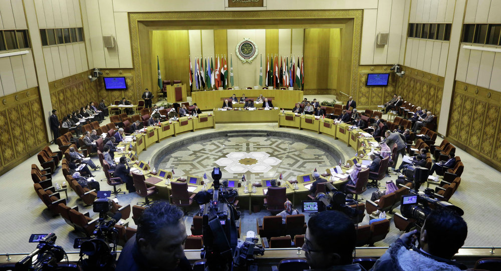 Representantes da Liga Árabe participam de reunião de emergência na sede do grupo  no Cairo, Egito (arquivo)