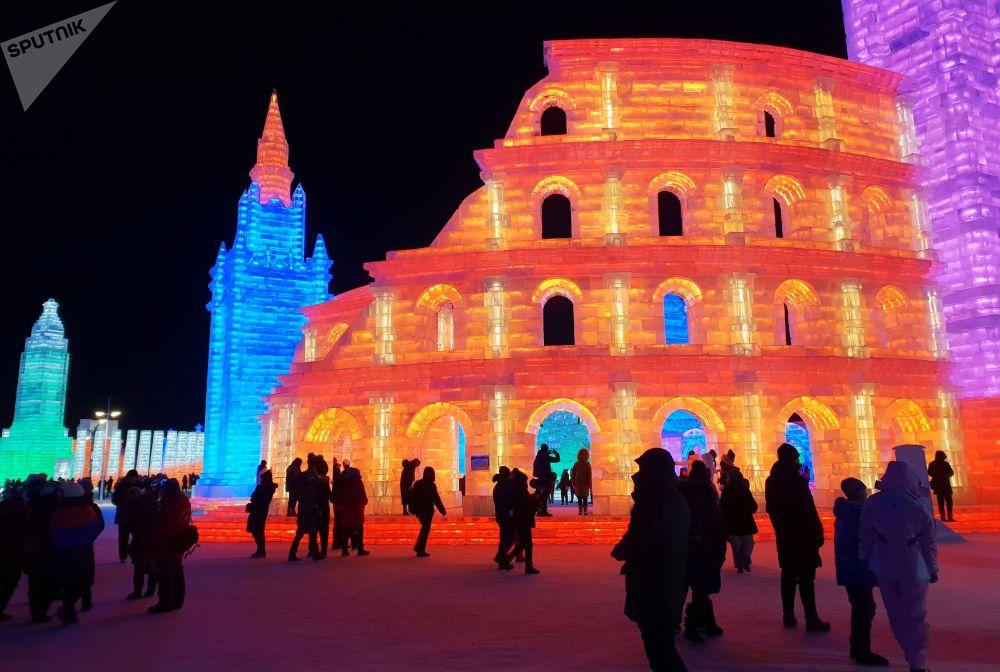 Esculturas de gelo no Festival de Neve e Gelo de Harbin, na China