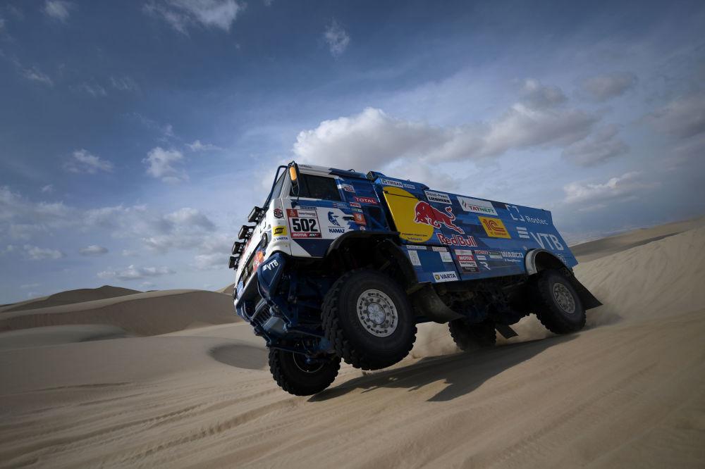 Caminhão da equipe russa Kamaz-master durante a primeira etapa do Rali Dakar 2019