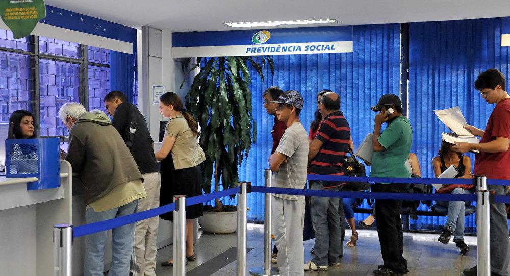 Trabalhadores fizeram apelo ao Governo para que a presidenta Dilma não vete as mudanças no cálculo do fator previdenciário aprovadas pelo Congresso