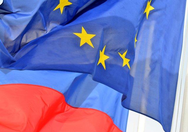 Bandeiras da Rússia e da União Europeia.