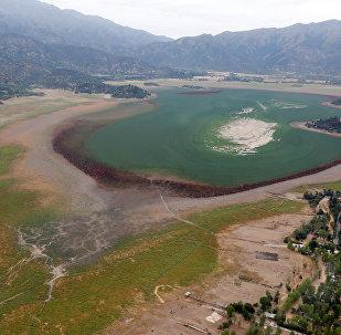 Os investigadores da Universidade do Chile explicam que o desaparecimento do reservatório foi provocado pela expansão das cidades e da agricultura, bem como pelas mudanças climáticas e secas graves na região
