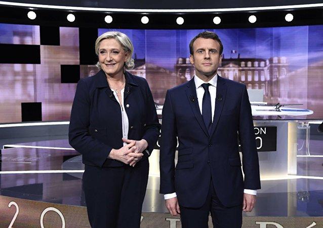 Marine Le Pen e Emmaneul Macron durante debate presidencial em 2017.