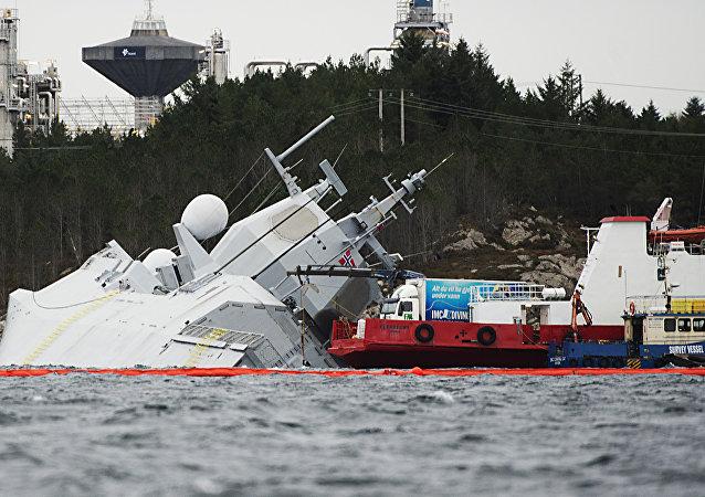 Embarcação norueguesa KNM Helge Ingstad