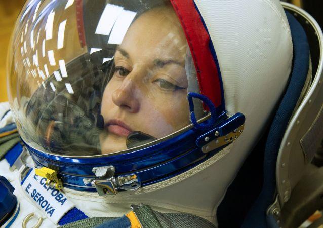 Cosmonauta da Roscosmos Elena Serova, membro da tripulação principal da espaçonave de transporte tripulada Soyuz TMA-14M