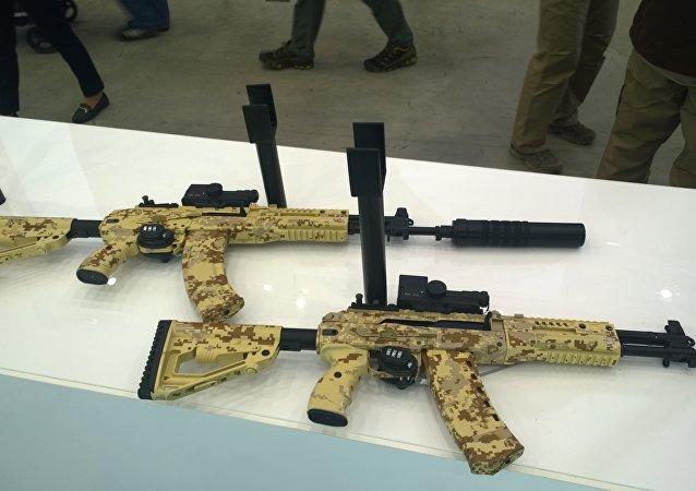 AK-15 e AK-12