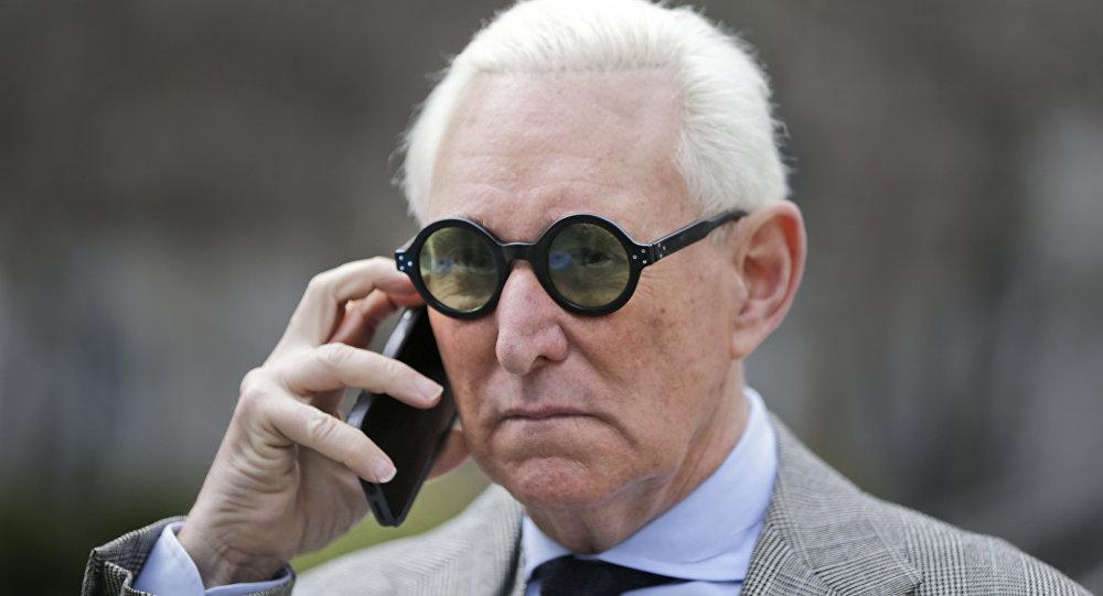 Roger Stone deixa o tribunal em Nova York, em março de 2017