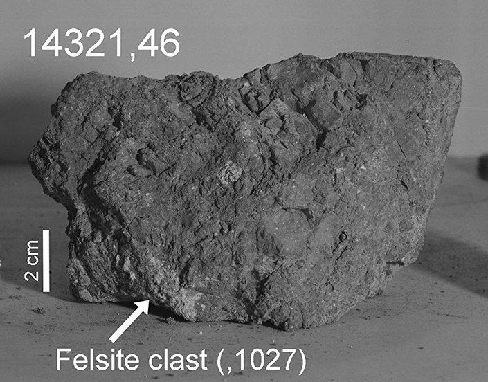 Fragmento de uma pedra encontrada provavelmente na Lua