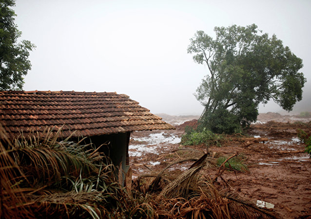 Casa destruída é vista depois que uma barragem de rejeitos da mineradora brasileira Vale SA explodiu em Brumadinho.