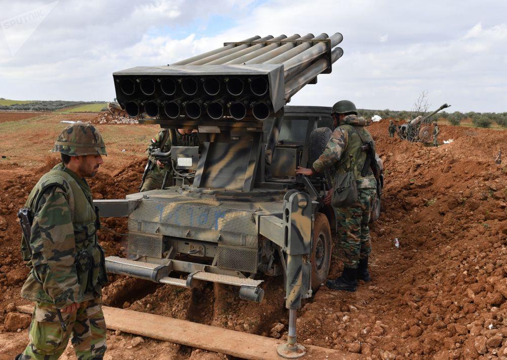 Soldados sírios durante exercícios na província síria de Aleppo