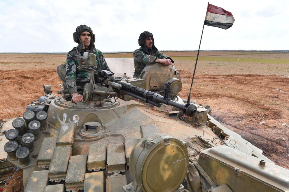 Soldados sírios se exercitando na cidade de Manbij, Aleppo