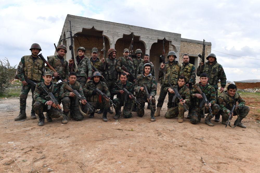 Soldados que participaram da capacitação se reúnem para tirar foto