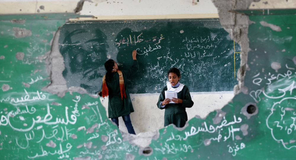 Sala de aula na Faixa de Gaza destruída por confronto com Israel. Foto de 2014.