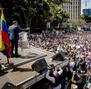 Líder da oposição e autoproclamado presidente interino da Venezuela, Juan Guaidó, durante a manifestação em Caracas