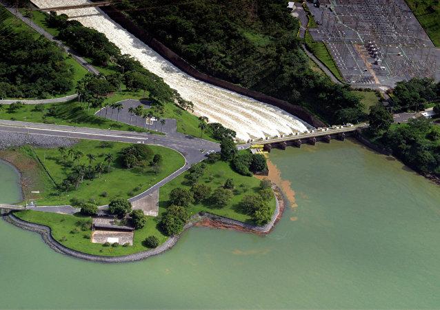 UHE Três Marias, localizada no Rio São Francisco, região Central do Estado.