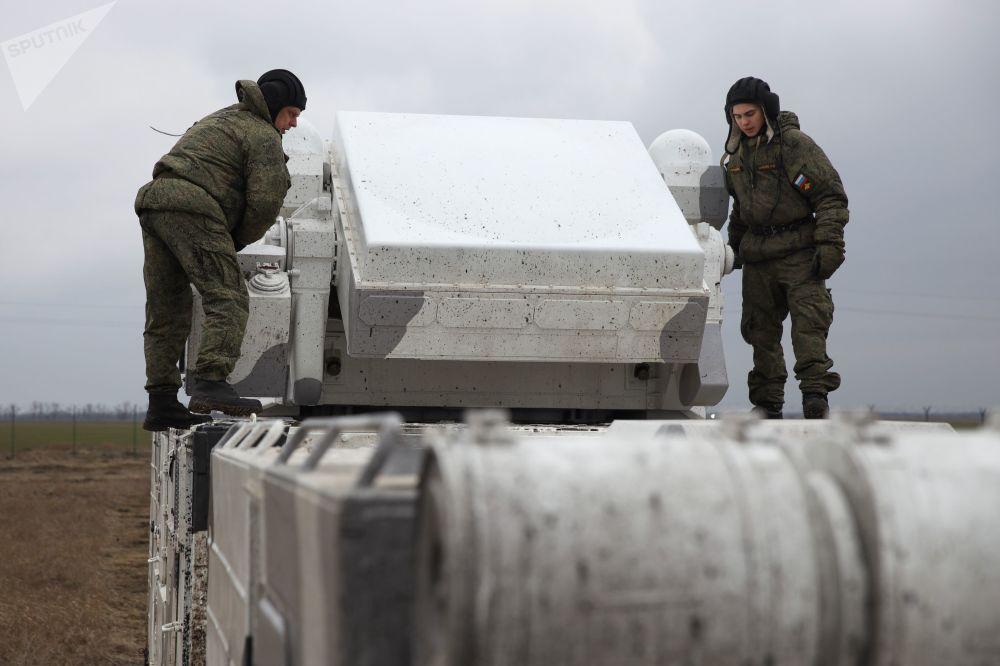 Militares russos testando os sistemas árticos Tor-M2DT