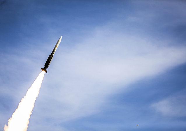 Míssil Sayyad 2 disparado pelo sistema de defesa aérea Talash durante exercícios no Irã, 5 de novembro de 2018 (foto de arquivo)
