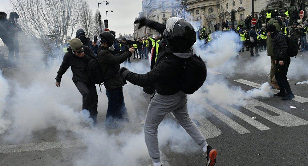 Coletes amarelos protestam em Paris (imagem de arquivo)