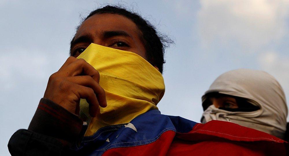Manifestantes durante um protesto contra o governo do presidente venezuelano Nicolas Maduro em Caracas.
