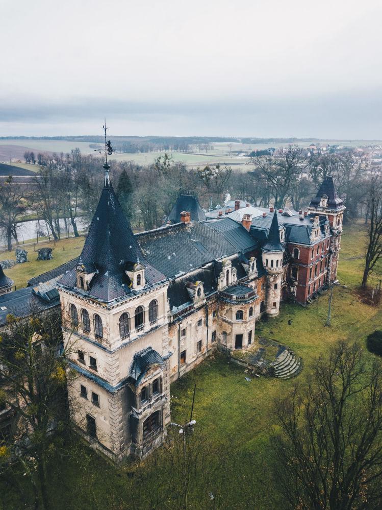 Palácio abandonado de Krowiarki, Polônia