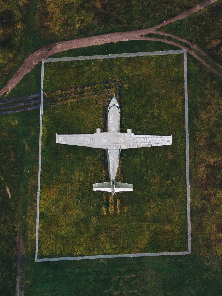 Avião abandonado no aeroporto de Berlim-Tempelhof, Alemanha