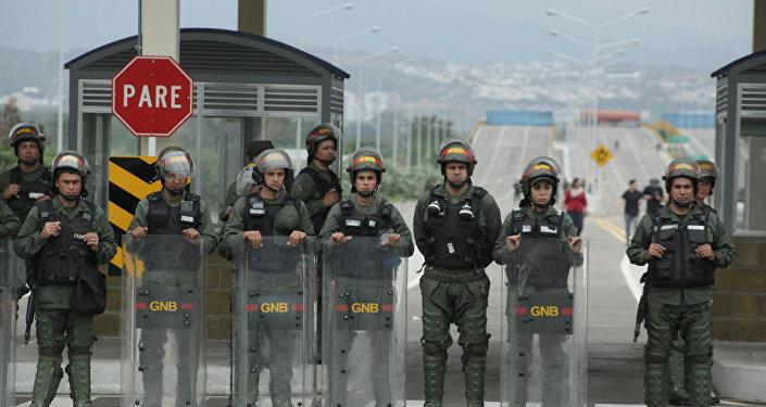 Militares resguardan el puente Tienditas