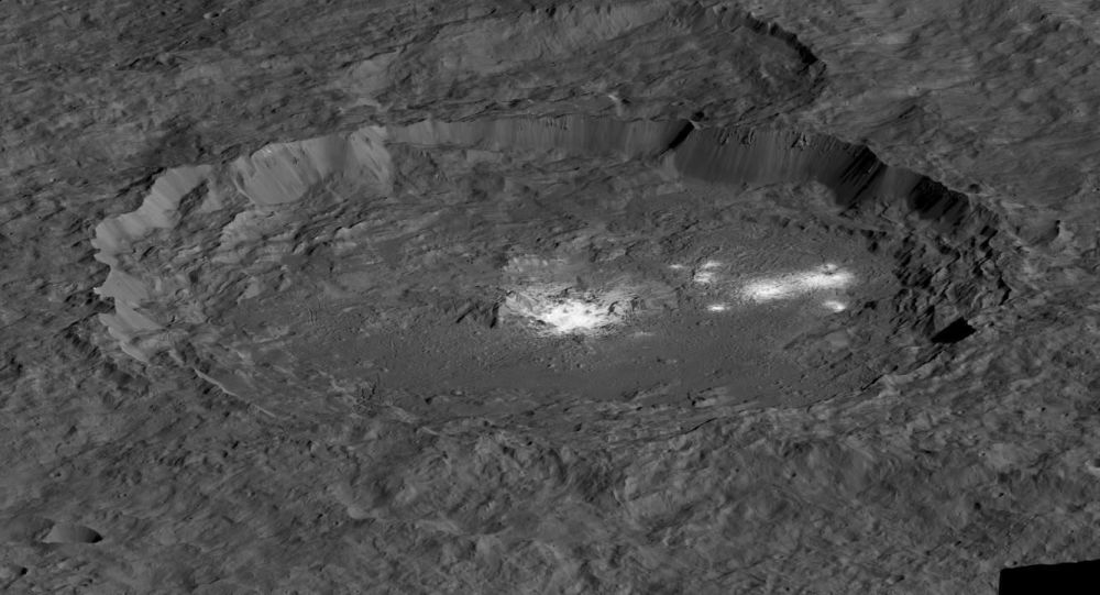 Сratera Occator no planeta anão Ceres