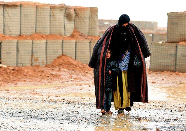 Refugiados sírios no campo de Rukban