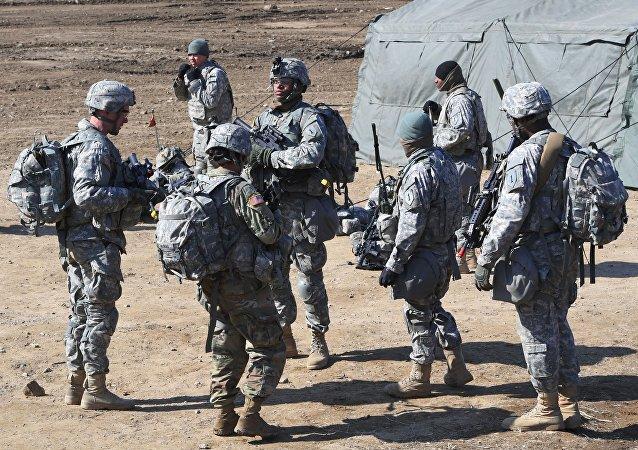 Soldados americanos se reúnem em campo de treinamento militar na cidade fronteiriça de Paju, Coreia do Sul, em 7 de março de 2017