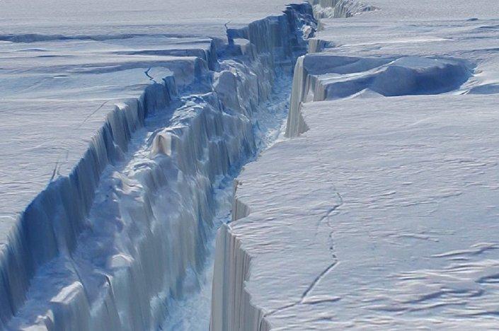 Brecha na geleira Pine Island, na Antártida (imagem referencial)
