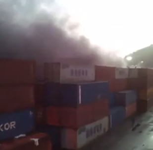 Armazéns incendiados em La Guaira, Venezuela