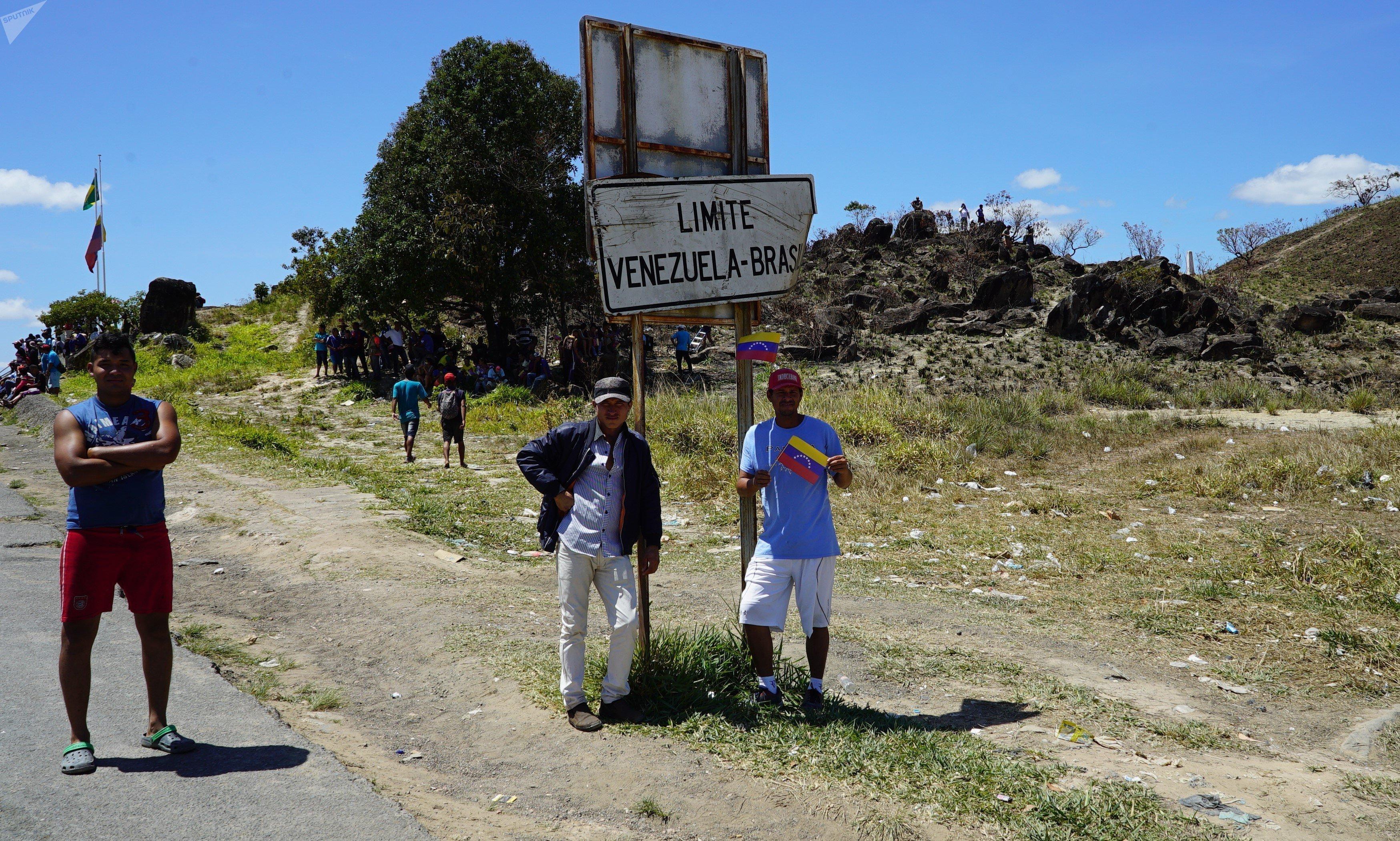 Placa de fronteira em Santa Elena de Uairén, Venezuela, perto da divisa com Pacaraima