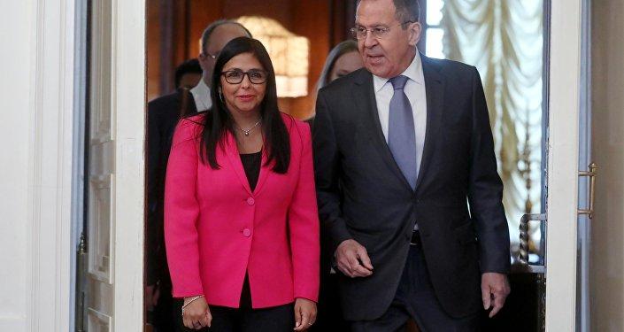 Sergei Lavrov, ministro das Relações Exteriores da Rússia, e Delcy Rodriguez, vice-presidente da Venezuela, durante o encontro em Moscou, em 1 de março de 2019