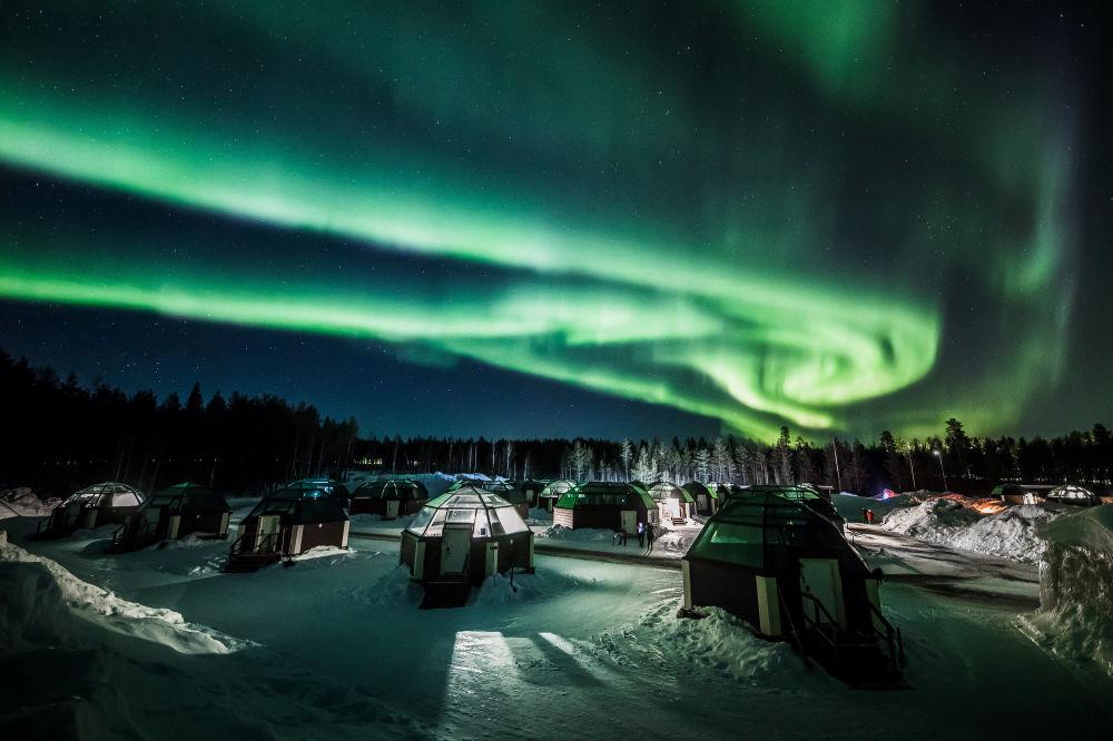 Aurora boreal é vista no céu sobre o Arctic Snowhotel, no município de Rovaniemi, Finlândia