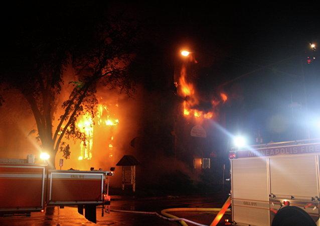 Igreja em chamas (imagem referencial)