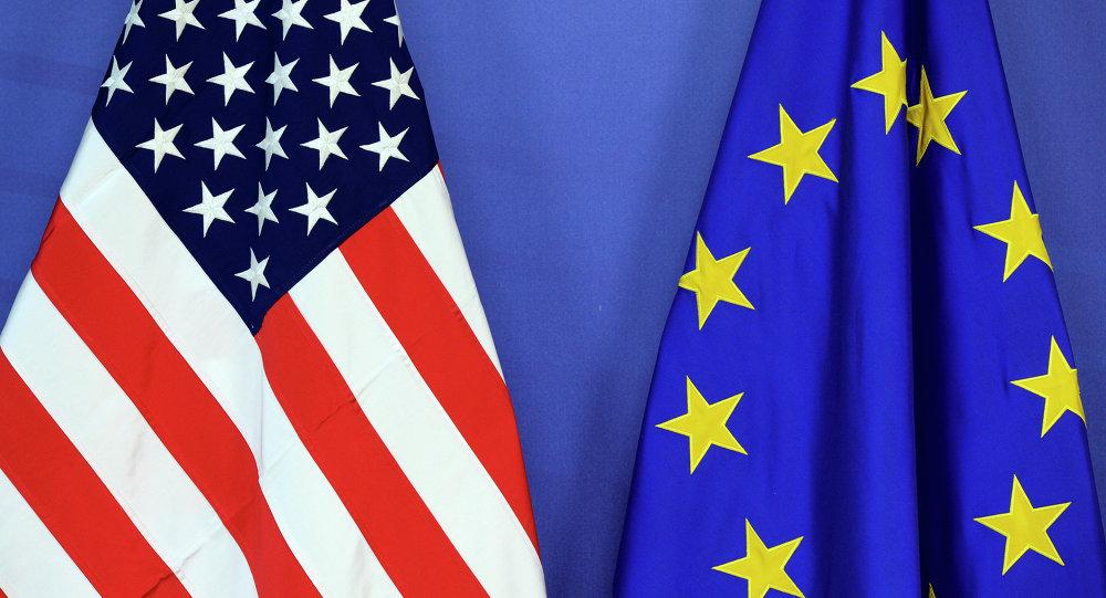 Bandeiras dos EUA e da União Europeia (UE)
