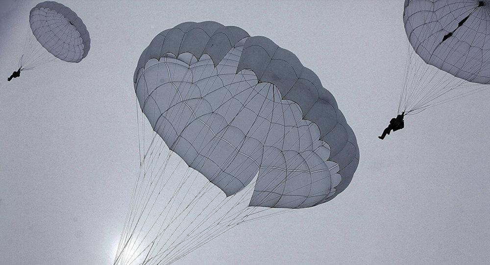 Paraquedistas (imagem referencial)