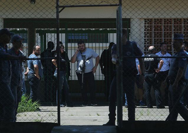 Polícia na Escola Estadual Raul Brasil depois do tiroteio em que 8 foram assassinados, Suzano, São Paulo, 13 de março de 2019