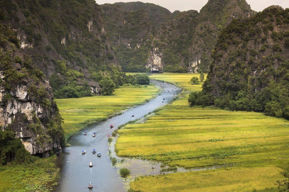 Rio Ngo Dong que corre por vale vietnamita