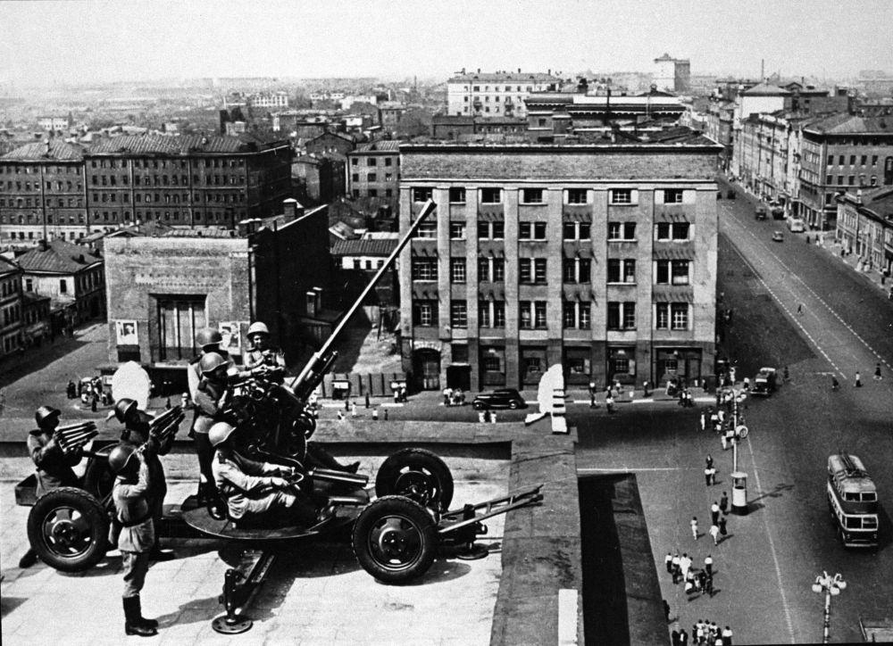 Artilharia de Moscou defende o céu da cidade.