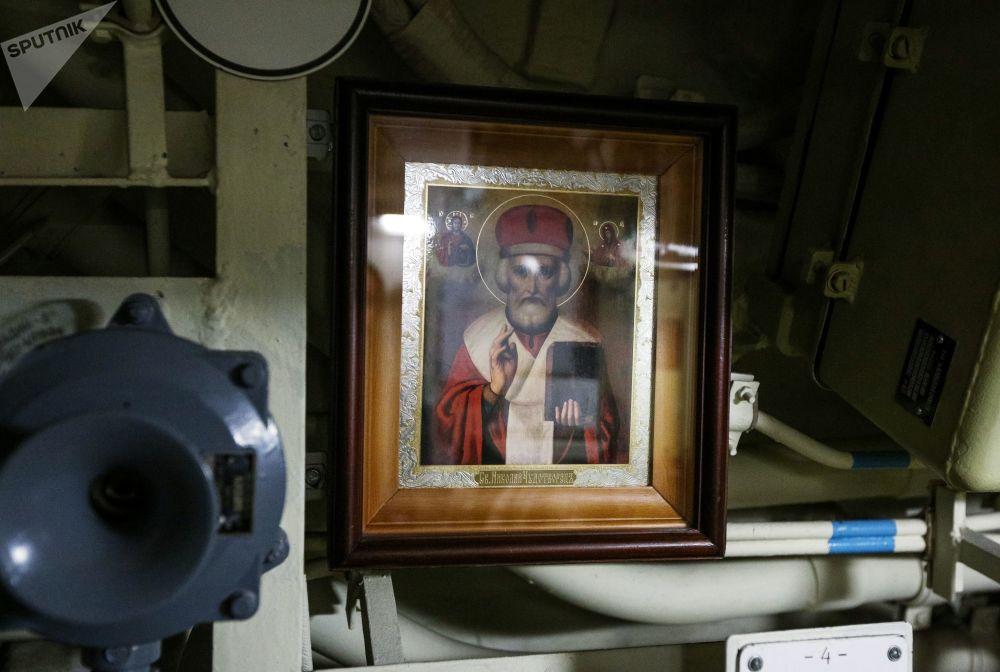 Ícone de São Nicolau de Mira no compartimento interior do submarino K-535 Yuri Dolgoruky