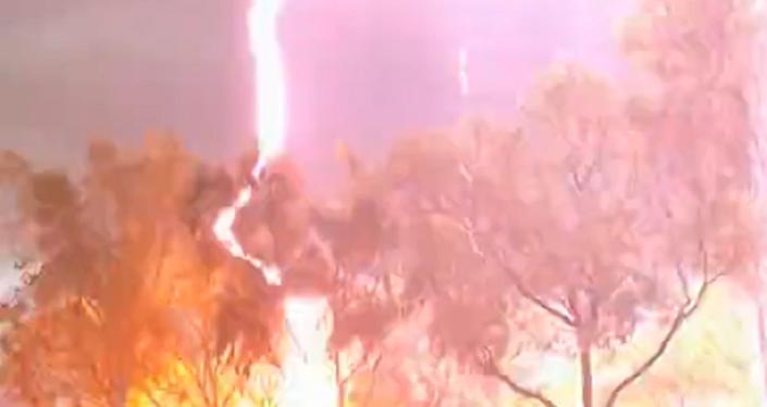 Relâmpago 'incendia' festival de música na Austrália