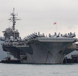 Porta-aviões americano USS Kitty Hawk