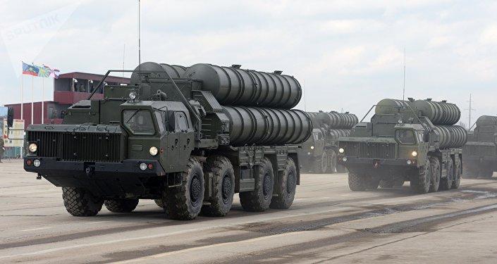 Sistemas de defesa antiaérea russos S-400
