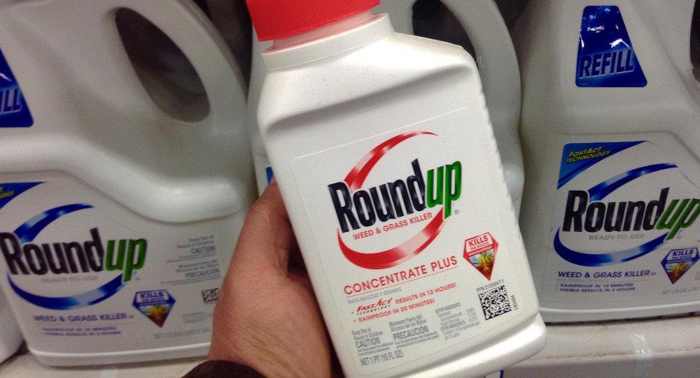 Roundup, famoso herbicida fabricado pela Monsanto e acusado de desenvolver câncer em milhares de pessoas ao redor do mundo.
